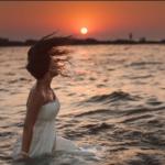 მე გადავცურავ ზღვას